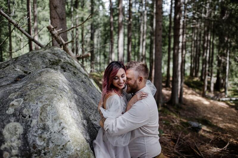 תמונה של זוג ביער ירושלים
